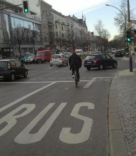 Bici su corsia bus Berlino