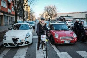Automobilisti talebani e ciclisti europei