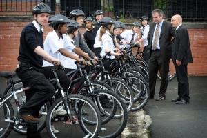 Il bike sharing frena la mobilità ciclistica? Sì, se chiude agli adolescenti