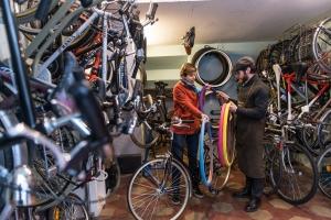 Ciclisti e ciclofficine restino aperti: la lettera delle associazioni bike friendly al ministro Patuanelli
