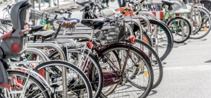 Rastrelliere gratis davanti ai negozi: Roma sceglie la mobilità ciclistica per arricchire il commercio