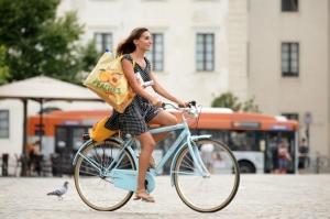 Ciclabili e commercio: a Monza, secondo un sondaggio Fiab, è già alleanza