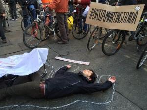 #bastamortinstrada presidio a Torino per la sicurezza nelle strade